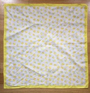 Tuch in frischem Gelb
