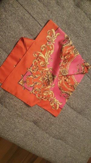 Tuch in strahlenden Farben
