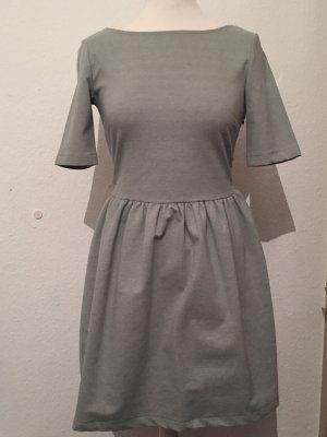Türkis pastelliges Kleid mit Rückenasschnitt NEU