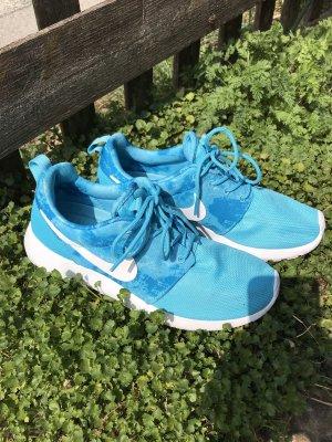 Türkisfarbene Nike Sneaker