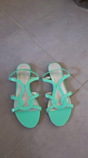 Türkisfarbene Sandaletten