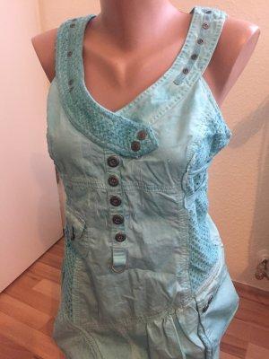 Türkisfarbenes Kleid mit vielen Details