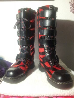 TUK Anarchic Schnallen Stiefel Boots WGT Größe 38 FakeFur Zebra rot -Unikat-