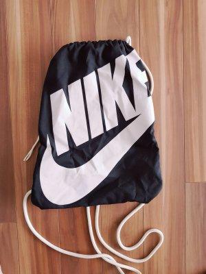 Turnbeutel Sportbeutel von Nike Heritage in schwarz weiß