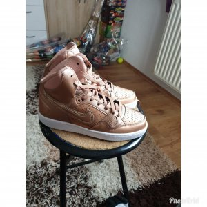 Nike Lace-Up Sneaker bronze-colored