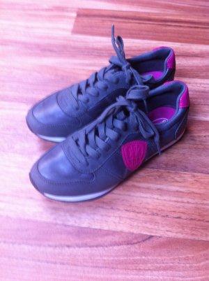 Turnschuhe in grau pink