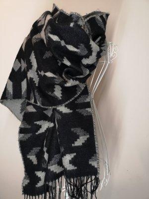 Übergroßer Schal mit Ethno Muster
