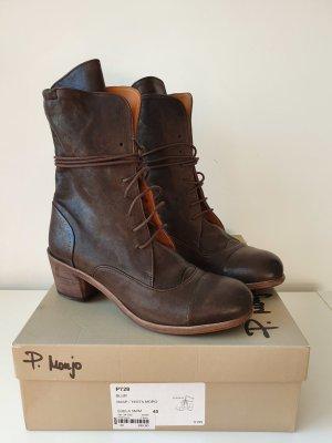 Botas con cordones marrón oscuro