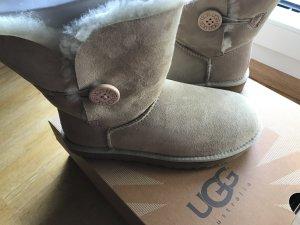 UGG Australia Boots Bailey Button Sand Gr. 39 NEU!