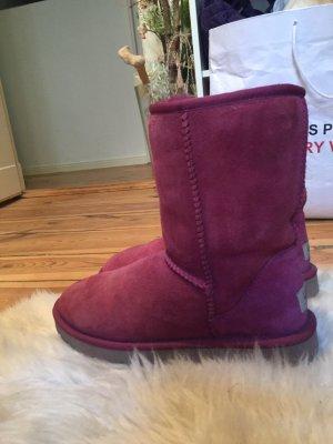 UGG Australia Boots in dunkel Himbeerfarben