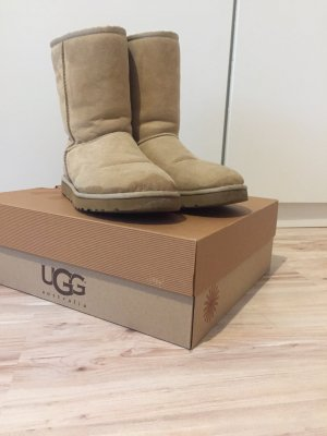 UGG Australia Boots in Sand farben