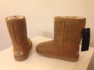 UGG Australia FIORE DECO STUDS Classic NIETEN Lammfell Boots 36 Chestnut Org NEU
