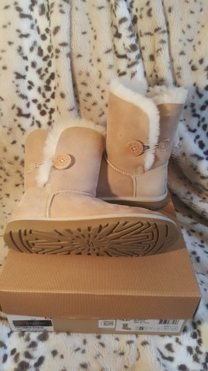 UGG Bailey Button 5803w / San