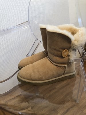 Ugg Bailey Button, Farbe sand