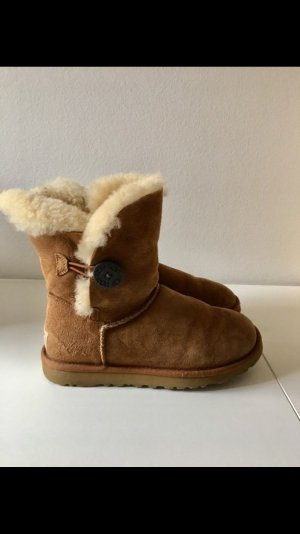 UGG Bailey Button Gr. 37