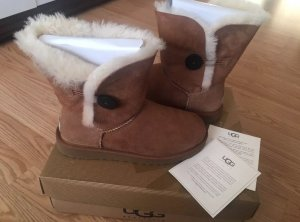 UGG Bailey Button Gr. 39 beige/braun