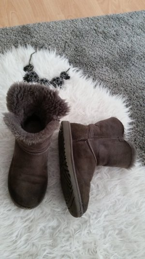 UGG Bailey Button grau 37