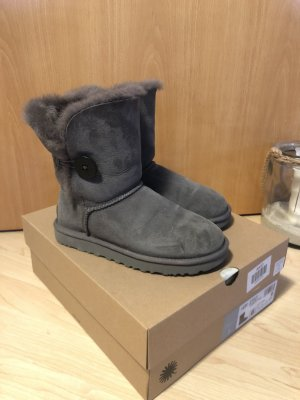 UGG, Bailey Button II, Gr. 37, Grey - wie neu!
