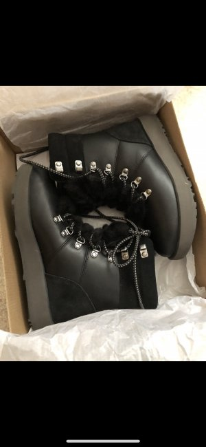 UGG Winter Booties black leather
