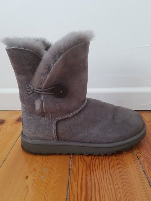 UGG Boots Bailey Button 33 34 35 36 grau Lammfell Leder Stiefel Stiefeletten Top