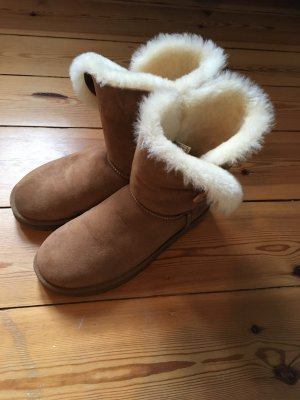 UGG Boots Bailey Button (braun)