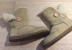 UGG Boots Bailey Button Größe 38