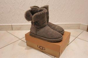 UGG Boots Bailey Button, Größe 39