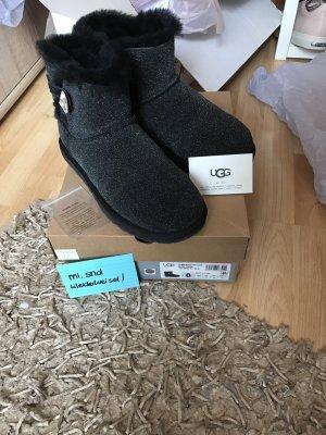 UGG Boots Bailey schwarz
