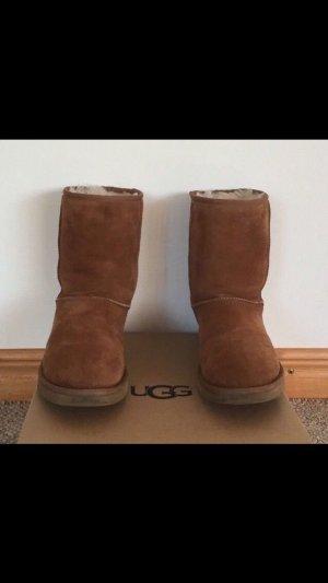 UGG Boots chestnut