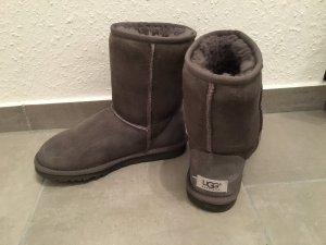 UGG Boots Classic in Grau