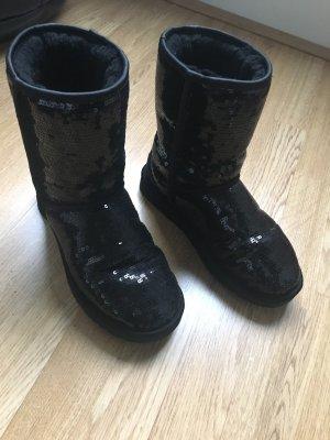 UGG Boots classic in schwarz mit Pailletten besetzt