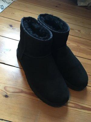 UGG Boots Classic Mini (schwarz)