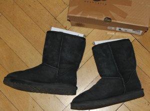 UGG Boots Classic Short black Gr. 40 schwarz inkl. OVP