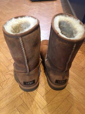 UGG-Boots Classic Short II, col. Chestnut