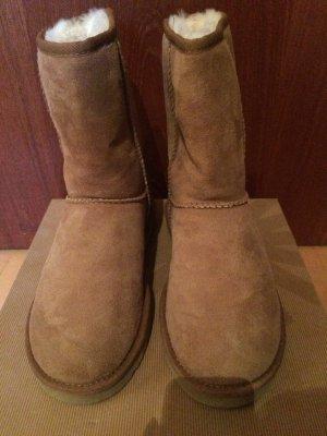 UGG Boots Classic Short II Gr. 38 braun