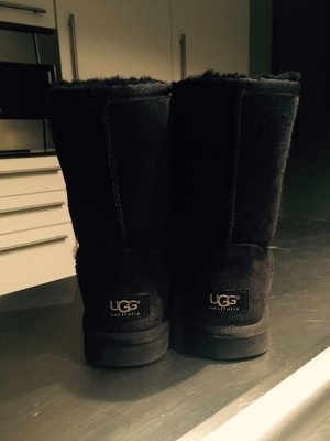 UGG Boots Classic Short in Schwarz