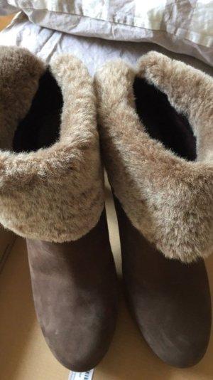 UGG Boots Dandylion Wildleder oliv mit Schaffell Stiefelette Größe 38