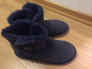 UGG Boots dunkelblau mit Knopf