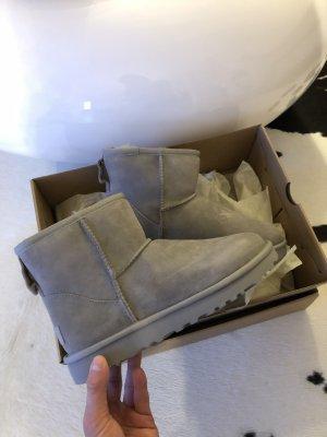 Ugg Boots grau 38 Schuhe Stiefel gefüttert neu Bailey Button mini Mode Stiefel Stiefeletten