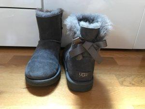 UGG Boots Grau mit Schleife