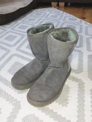 UGG Boots Grau Mittlerer Schaft