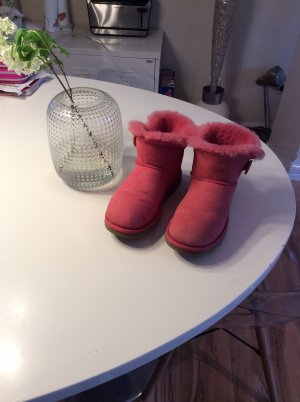 Ugg Boots in Pink mit Knopf 38
