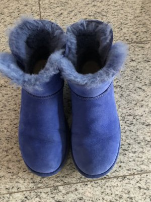Ugg Boots in royalblau kurz geschnitten