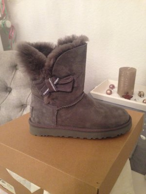 ugg boots mit schleife chestnut. Black Bedroom Furniture Sets. Home Design Ideas