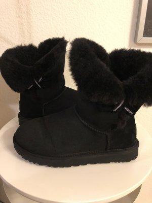 UGG Boots mit schöner Schleife schwarz