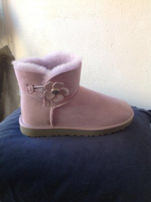 UGG Boots Original Bailey Button in Flieder Gr. 40