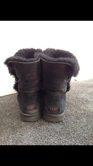 UGG boots schwarz mit Knopf