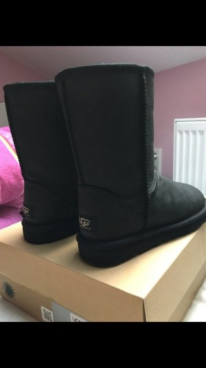 UGG Boots - Short Leather NP: 230€