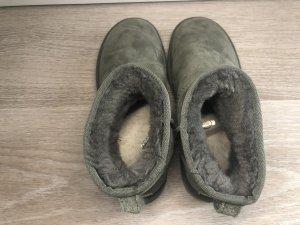 Ugg Boots und Khaki