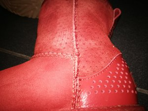 UGG Boots. warmes kaminrot
